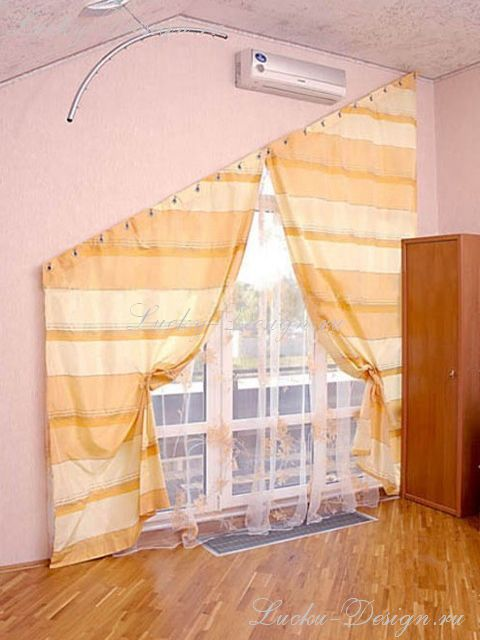 Балконные шторы в средиземноморском стиле на косом карнизе