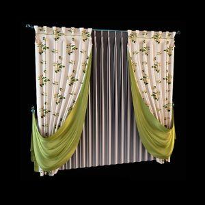 Для пошива раздвижных штор выбрана светлая портьерная ткань с цветастой набивкой. Оливковый шёлк используется для струящихся драпировок, тот же оттенок мы видим в декоре верхнего края портьер, оформленного складками-бокалами. Равномерные складки прозрачной гардины образованы при помощи специальной шторной ленты для защипов.